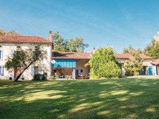 4 bedroom Villa in Saint-Pe-Saint-Simon, Nouvelle-Aquitaine, France : ref 555202