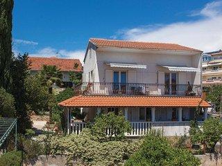 4 bedroom Villa in Okrug Gornji, Splitsko-Dalmatinska Županija, Croatia : ref 55