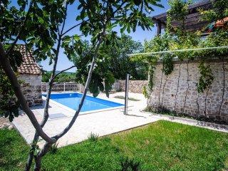 2 bedroom Apartment in Mala Cista, Sibensko-Kninska Zupanija, Croatia : ref 5550