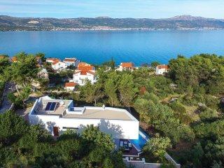 4 bedroom Villa in Arbanija, Splitsko-Dalmatinska Županija, Croatia : ref 555091