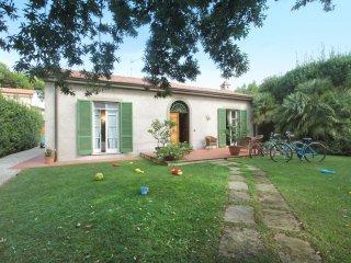 3 bedroom Villa in Forte dei Marmi, Tuscany, Italy : ref 5550321
