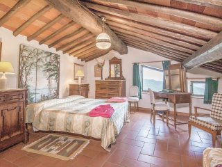 2 bedroom Apartment in Il Piano, Tuscany, Italy : ref 5549585