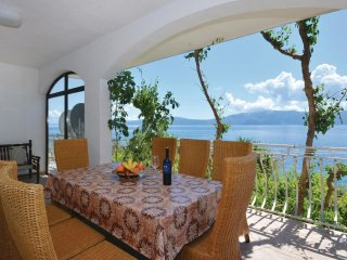 4 bedroom Apartment in Sucuraj, Splitsko-Dalmatinska Zupanija, Croatia : ref 554