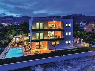8 bedroom Villa in Kastel Novi, Splitsko-Dalmatinska Zupanija, Croatia : ref 554