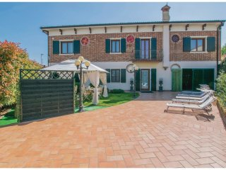 3 bedroom Villa in Contrada Ronchiel, Veneto, Italy : ref 5548867