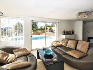 5 bedroom Villa in L'Église, Provence-Alpes-Côte d'Azur, France : ref 5548686