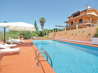 3 bedroom Villa in Boschetto, Latium, Italy : ref 5548351