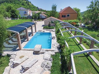 4 bedroom Villa in Klarici, Splitsko-Dalmatinska Zupanija, Croatia : ref 5547709