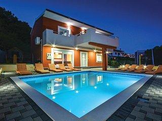 4 bedroom Villa in Visak, Splitsko-Dalmatinska Zupanija, Croatia : ref 5547698