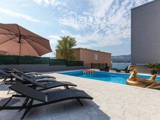 9 bedroom Villa in Arbanija, Splitsko-Dalmatinska Županija, Croatia : ref 554769