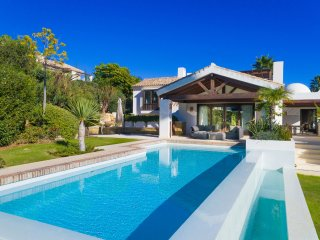 6 bedroom Villa in El Paraíso, Andalusia, Spain : ref 5547312