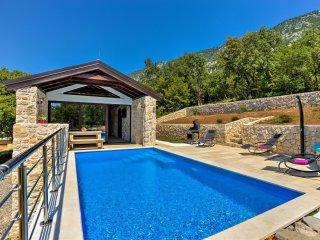 2 bedroom Villa in Drivenik, Primorsko-Goranska Županija, Croatia : ref 5547164