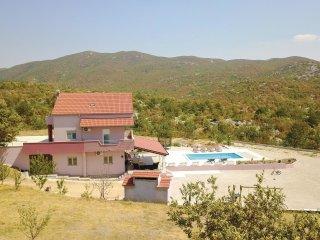 5 bedroom Villa in Sutina, Splitsko-Dalmatinska Županija, Croatia : ref 5546596