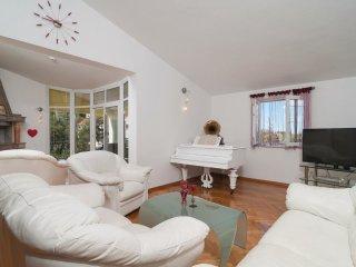 4 bedroom Villa in Supetar, Splitsko-Dalmatinska A1/2upanija, Croatia : ref 554630