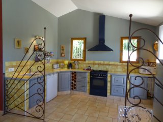 2 bedroom Villa in Roussillon, Provence-Alpes-Cote d'Azur, France : ref 5545995