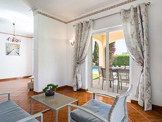 3 bedroom Villa in Alporchinhos, Faro, Portugal : ref 5545630