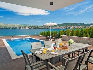 6 bedroom Villa in Okrug Gornji, Splitsko-Dalmatinska Zupanija, Croatia : ref 55