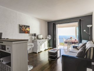 2 bedroom Apartment in Cavalaire-sur-Mer, Provence-Alpes-Côte d'Azur, France : r