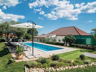 3 bedroom Villa in Pojatine, Splitsko-Dalmatinska Zupanija, Croatia : ref 554377