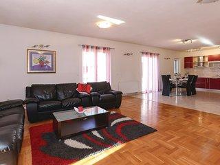 4 bedroom Villa in Trilj, Splitsko-Dalmatinska A1/2upanija, Croatia : ref 5543775