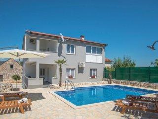 4 bedroom Villa in Mrkonjici, Splitsko-Dalmatinska Zupanija, Croatia : ref 55437