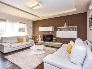 6 bedroom Villa in Strizrep, Splitsko-Dalmatinska Županija, Croatia : ref 55437