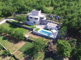 3 bedroom Villa in Kučiće, Splitsko-Dalmatinska Županija, Croatia : ref 5543665