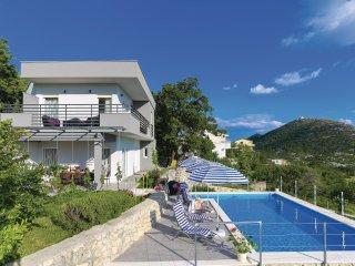 4 bedroom Villa in Gornje Sitno, Splitsko-Dalmatinska Zupanija, Croatia : ref 55