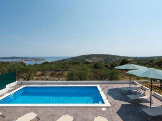 3 bedroom Villa in Dvornica, Sibensko-Kninska Zupanija, Croatia : ref 5542667