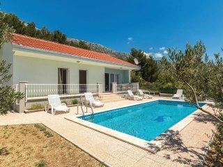 3 bedroom Villa in Kastel Kambelovac, Splitsko-Dalmatinska Zupanija, Croatia : r