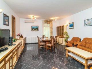 4 bedroom Villa in Selca, Splitsko-Dalmatinska A1/2upanija, Croatia : ref 5542479