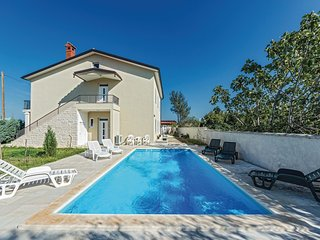 6 bedroom Villa in Čabrunići, Istria, Croatia : ref 5542450