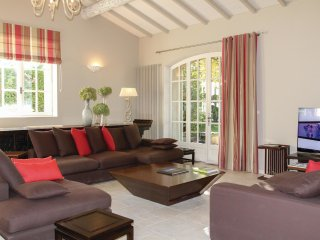 4 bedroom Villa in Montelimar, Auvergne-Rhone-Alpes, France : ref 5542428