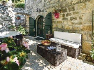 2 bedroom Villa in Svinišće, Splitsko-Dalmatinska Županija, Croatia : ref 554242