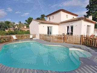 3 bedroom Villa in Juan-les-Pins, Provence-Alpes-Côte d'Azur, France : ref 55420