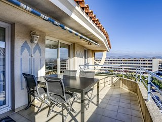 2 bedroom Apartment in Frejus-Plage, Provence-Alpes-Cote d'Azur, France : ref 55