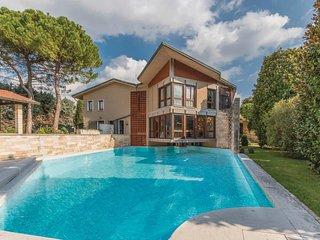 5 bedroom Villa in Arbizzano-Santa Maria, Veneto, Italy : ref 5541182