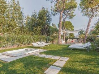 2 bedroom Apartment in Desenzano del Garda, Lombardy, Italy : ref 5540698