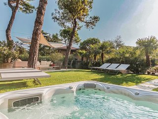 3 bedroom Apartment in Desenzano del Garda, Lombardy, Italy : ref 5540694