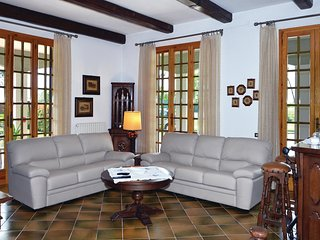 4 bedroom Villa in Urbano, Tuscany, Italy : ref 5540302