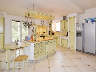 4 bedroom Villa in Visan, Provence-Alpes-Côte d'Azur, France : ref 5539444