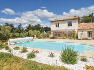 4 bedroom Villa in Eygalières, Provence-Alpes-Côte d'Azur, France : ref 5539384