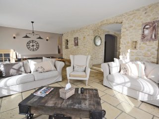 5 bedroom Villa in Loriol-sur-Dr么me, Auvergne-Rh么ne-Alpes, France : ref 5539398