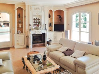 3 bedroom Villa in Lambesc, Provence-Alpes-Côte d'Azur, France : ref 5539368