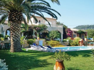 5 bedroom Villa in Ollioules, Provence-Alpes-Cote d'Azur, France : ref 5539113