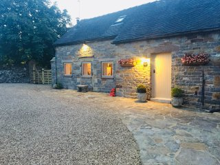 Romantic retreat in the heart of the Peak District surrounded by stunning views