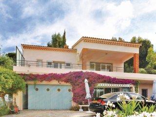 2 bedroom Villa in Le Lavandou, Provence-Alpes-Côte d'Azur, France : ref 5539084