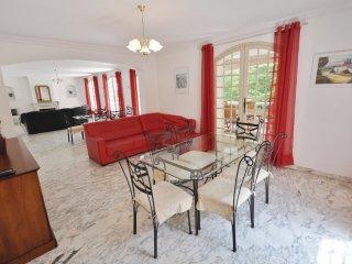 5 bedroom Apartment in La Seyne-sur-Mer, Provence-Alpes-Cote d'Azur, France : re
