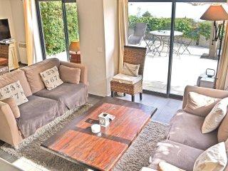 3 bedroom Villa in Theoule-Superieur, Provence-Alpes-Cote d'Azur, France : ref