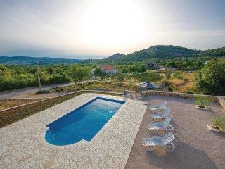 4 bedroom Apartment in Mitlo, Splitsko-Dalmatinska Zupanija, Croatia : ref 55378